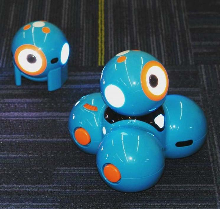 Dash and Dot togehter on table